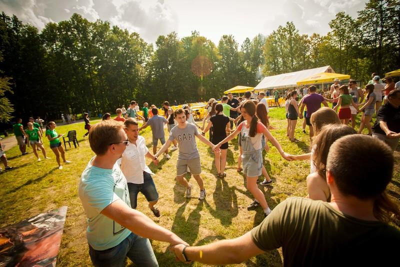 Идеи для корпоративной вечеринки на природе: кого не приглашают, но с радостью встречают